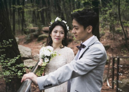 Han Byeol & Kyung Tae in forest